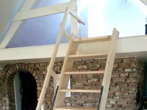 Holz Treppe Empore