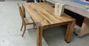 Terrassen Tisch aus alter gelagerter Eiche